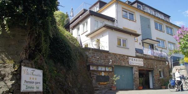 Hofeinfahrt Villa Tummelchen