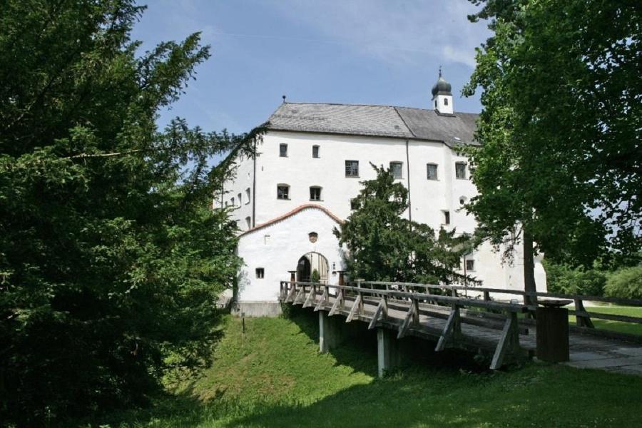 """Wanderung zum """"Meister von Rabenden"""" und Schloss Amerang"""