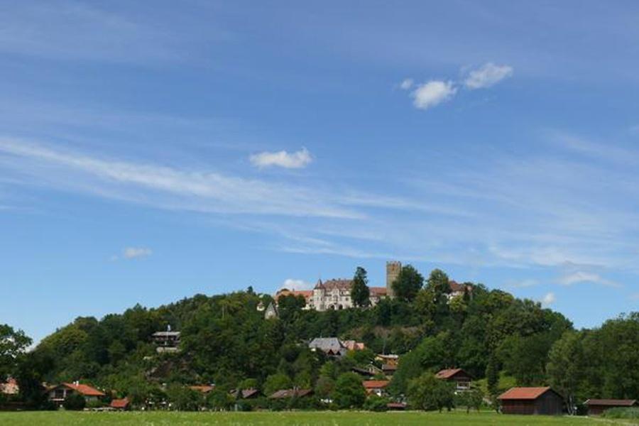 Blick auf Neubeuern-©Autor: Maresa Jung, Quelle: Chiemsee-Alpenland Tourismus