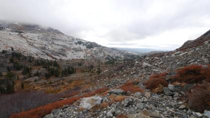 Blick vom Rockbound Pass in Richtung Maud Lake