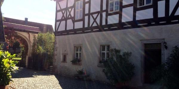 Eingangstor und Refektorium des ehemaligen Klosters - Cronschwitz
