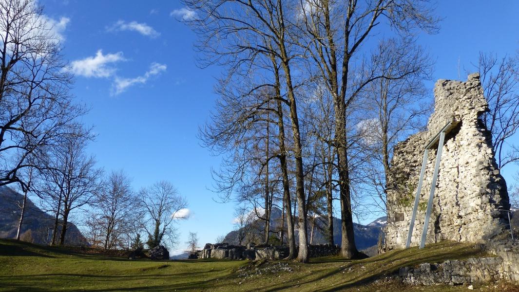 Zur Ruine Auerburg