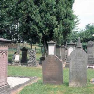 Der Judenfriedhof ist einen Besuch wert.
