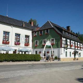 Wanderparkplatz Zwota mit Blick auf Gasthof zum Walfisch