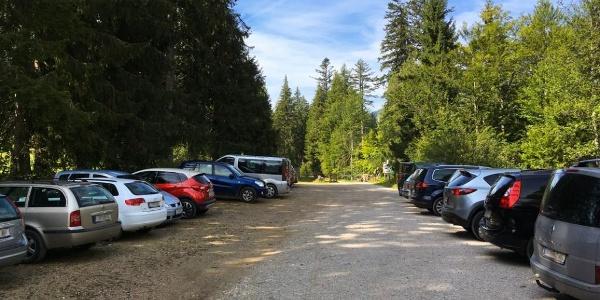 Parkplatz Schönmoos (bei Schönwetter ausgelastet)