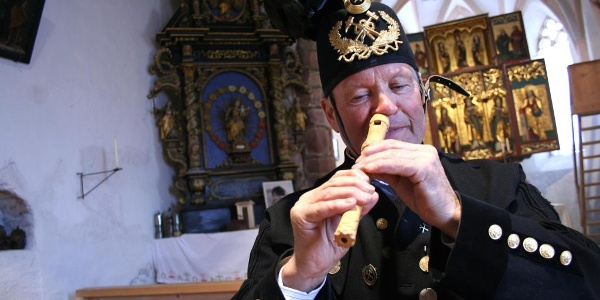 Flötenspieler Adolf Zudrell in der St. Agatha Bergknappenkapelle