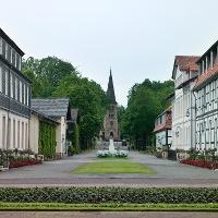 Blick aus dem Gräflichen Park auf die Evangelische Kirche