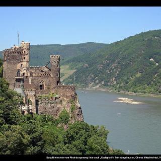 """Burg Rheinstein vom Rheinburgenweg (hier auch """"Eselspfad"""")"""