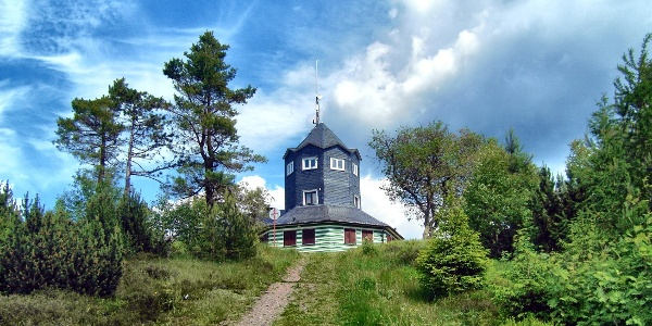 Gaststätte und Aussichtsturm auf der Meuselbacher Kuppe