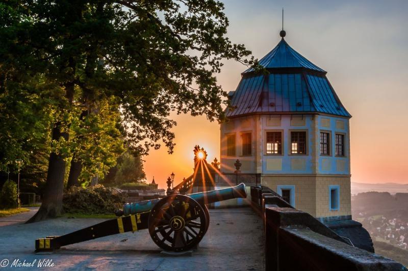 Friedrichsburg und Kanone im Sonnenuntergang© Michael Wilke / Festung Königstein gGmbH