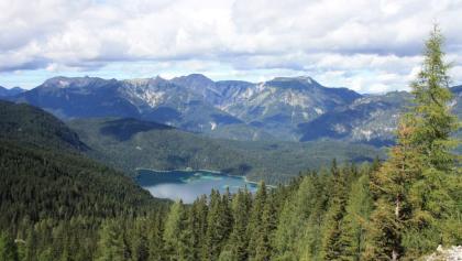 מבט מלמעלה על אגם אייבזה (Eibsee)
