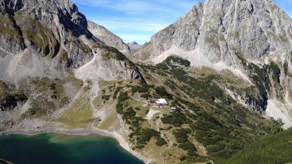Blick auf Drachensee und Coburger Hütte