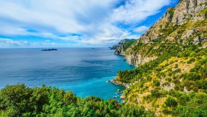 Mediterrane Küstenlinie