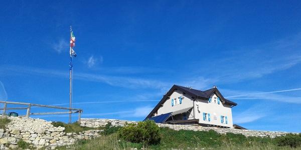The hut Damiano Chiesa - Altissimo
