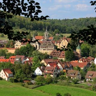 Kloster und Schloss Bebenhausen inmitten des Naturparks