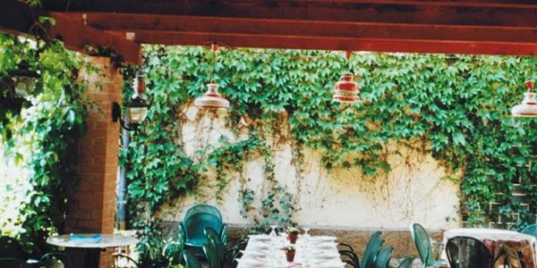 Gemütliche Terrasse der Pizzeria
