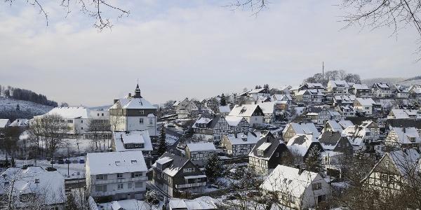 Blick auf Bad Fredeburg im Schnee.