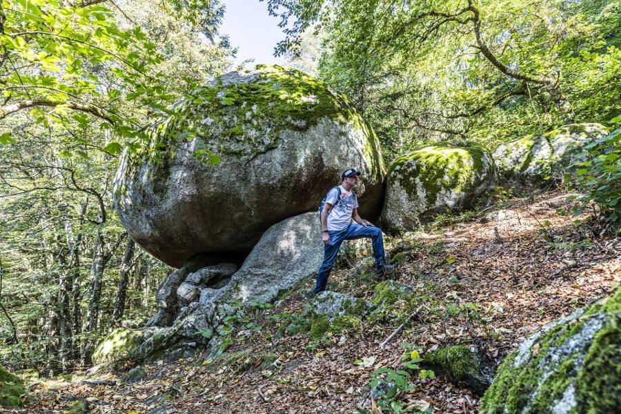 Rickenbach: Naturdenkmal Solfelsen und Historische  Wallmauer