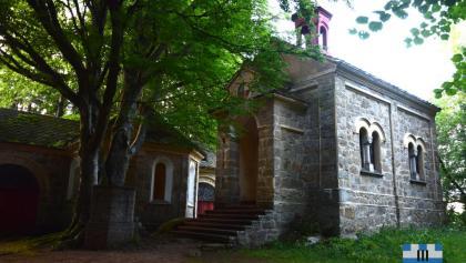 Panna Marie odpočívající na kameni