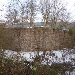 Reste der Aussenmauern.