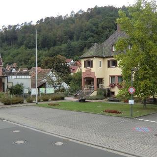 Elmstein Bürgermeisteramt: Start und Ziel von Rundweg 8