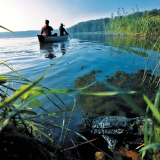 Kanufahrer unterwegs in der Mecklenburgischen Seenplatte