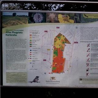 Infotafeln erklären das Gebiet