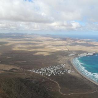Ausblick auf Famara und die Feuerberge