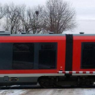 Der RE Regionalexpress von Neustadt über Landau nach Karlsruhe Hbf