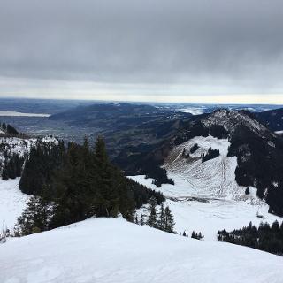 Blick vom Gipfel zum Staufen