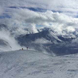 Wolkenfelder auf der Schweizer Seite