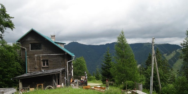 Pinkenkogelhaus, Sicht zum Höhenzug Sonnwendstein - Erzkogel - Dürrriegel