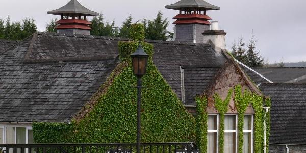 Fassade der berühmten Glenfiddich Distillery