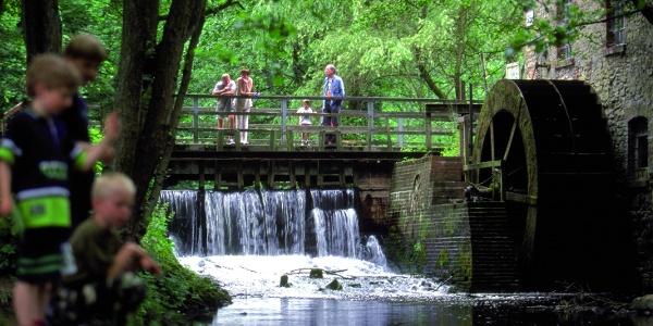 Das Nettetal lockt mit Wassermühle, Minigolfplatz, Klettergarten und Einkehrmöglichkeit