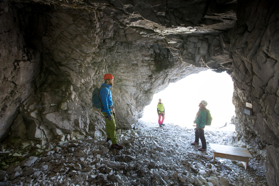 Klettersteig Sulzfluh : Klettersteig gauablickhöhle sulzfluh den höhlenforschern auf
