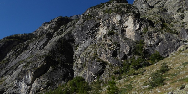 Pilier Violettes - Die  Tour startet im markanten Winkel in der Mitte der linken Bildhälfte