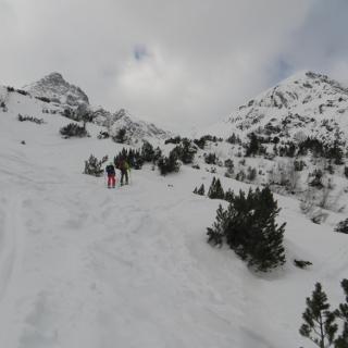 Unser Gipfel rechts, Namloser Wetterspitze auf der linken Seite