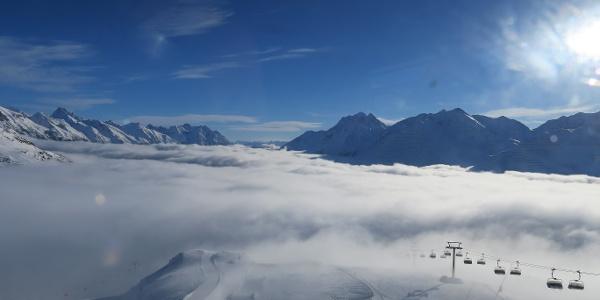 Mit der Valluga I über den Osthang hinauf auf den Gipfel