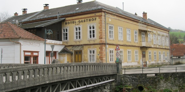 Ehem. Hotel in Peisching (Oktober 2013)