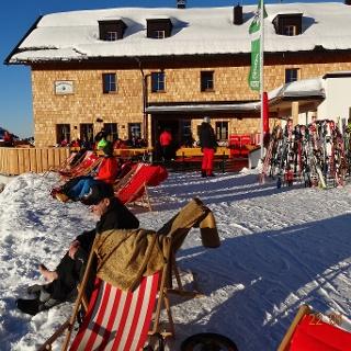 auf Ski direkt zur Hüttenterasse