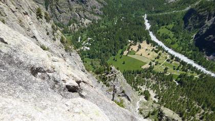 Hoch über dem Zeltplatz in Ailefroide am Ausstieg der Palavar-les-Flots