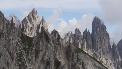 Die markanten Zacken der Cadini-Gruppe: Cimon de Croda Lissa und Torre Siorpaës