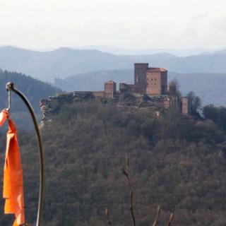 Blick zur Kaiserburg Trifels