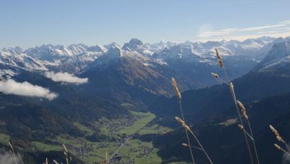 Blick vom Gipfel der Kanisfluh über Au und Schoppernau