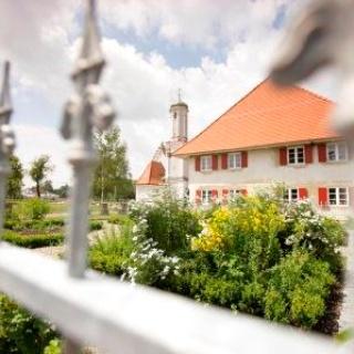 Riedkapelle mit Mesnerhaus