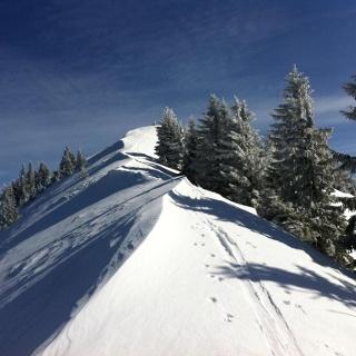 Der Rücken zum Gipfelkreuz