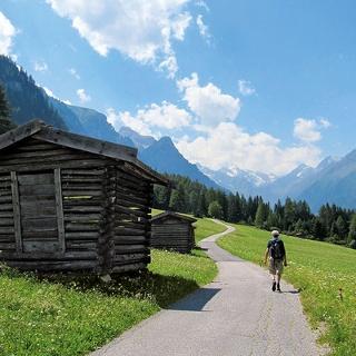 Gschnitztal mit Blick auf die Stubaier Alpen