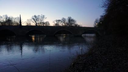 Ulrichsbrücke bei Wendlingen noch vor Sonnenaufgang