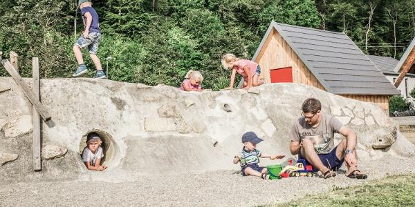 Spielewand am HöhlenHaus