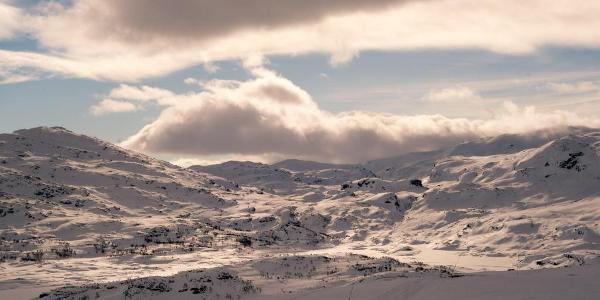 Durch das hügelige Gelände verläuft der Aufstieg von Haukeliseter nach Holmavatn.